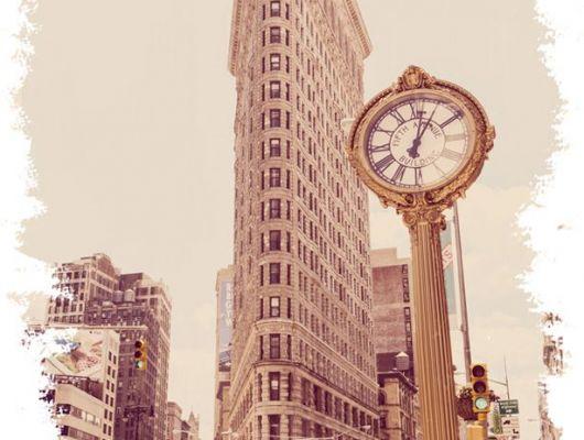 """Фотопанно """"Утюг"""" с изображением одного из первых небоскребов Нью Йорка выполненного в бежевых тонах, напомнят вам о недавнем путешествии в город Большого яблока., New York Memories, Индивидуальное панно, Обои для кухни, Фотообои"""