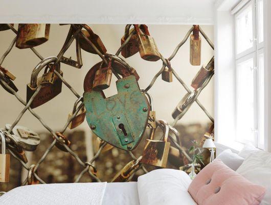 """Фотообои для спальни """"Любовь навсегда""""с изображением замочка двух влюбленных, что пары закрепляют на мосте и выбрасывают ключ, в честь безграничной любви к друг другу., City of Romance, Индивидуальное панно, Обои для спальни, Фотография, Фотообои"""