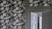 Дизайнерские обои флизелиновые Designers guild - Tulipa Stellata.Арт. PDG1033/01. Акварельный цветы на угольном фоне.Заказать с доставкой в Москве.Обои в спальню,гостиную